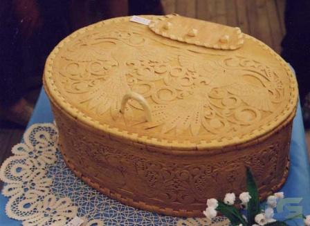 Короб декорированный резьбой